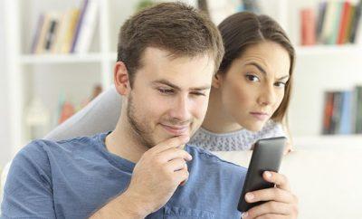 Муж переписывается с девушками: как себя вести?